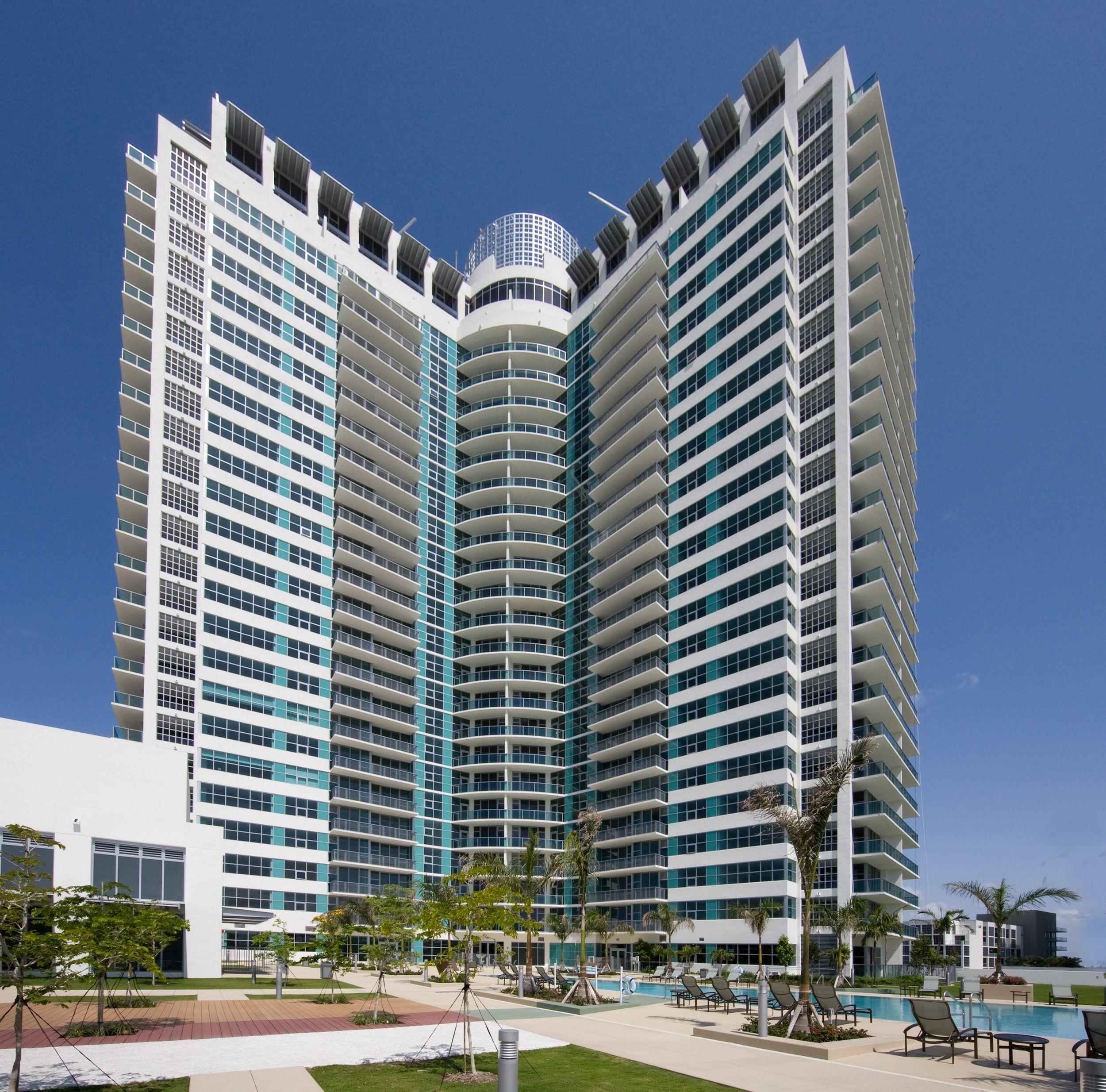 Midtown Miami Hot Deals From 484 900 321 Price Sq Ft Miami Real Estate Real Estate Skyscraper