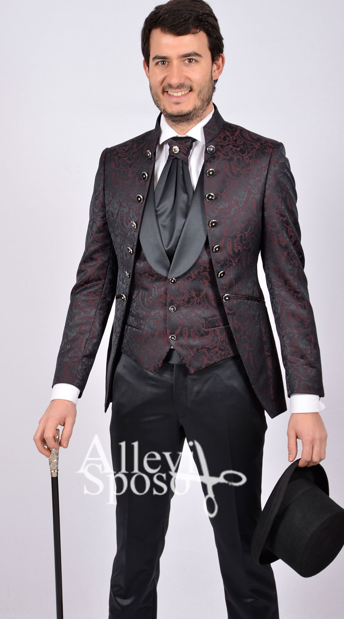 Abito da sposo stile petrelli rosso bordo con profili neri collo alla  coreana giacca lunga. 0b781daa34c