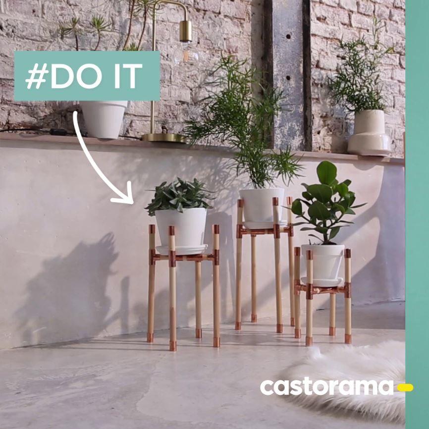 Diy Fabriquer Un Support Pour Plante En Cuivre Et Bois Pour Realiser Facilement Ces Jolis Porte Plantes Hyper Tendance Decor Diy Home Decor Entryway Decor