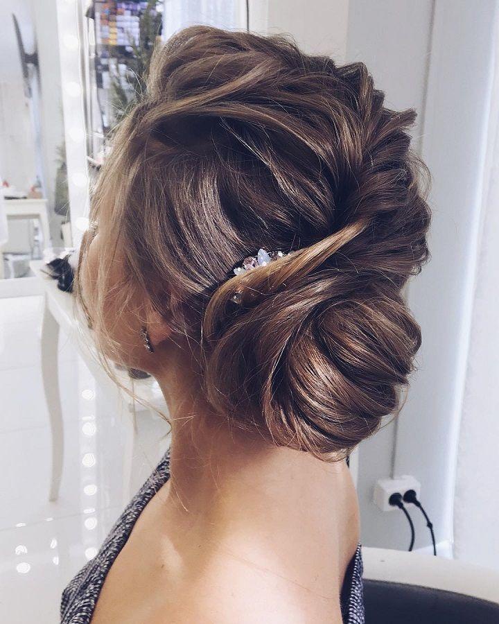 Updo wedding hairstyle | Swept back wedding hairstyles #weddinghair #weddinghairstyle #hairstyles #bridalhairideas #weddinghairinspiration #weddinghairideas #beauty #weddinghairstyles #updo #messyupdo