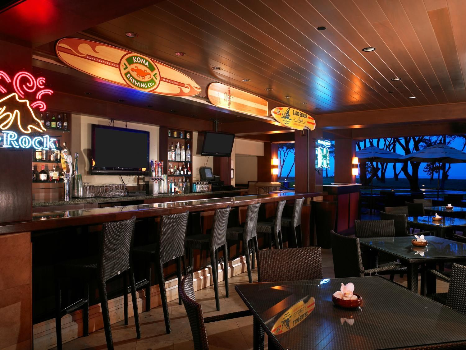 Pailolo outdoor Sports Bar oceanside at the Westin KOV ...
