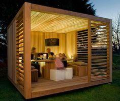 Was für ein cooler, moderner Pavillon aus Holz für den Garten.