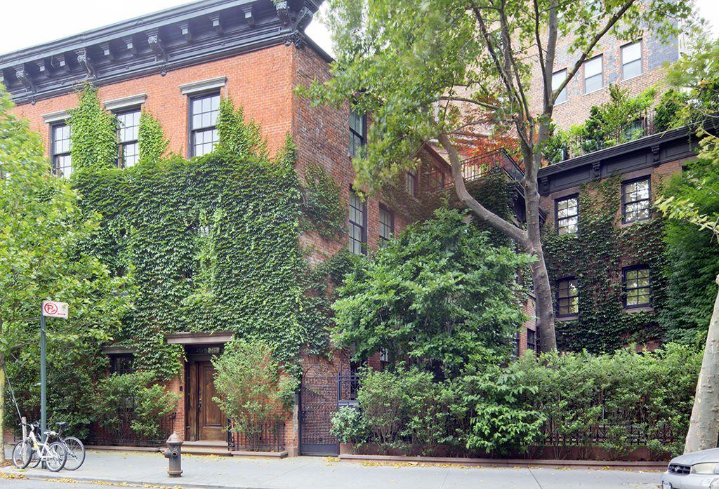 West Village Home Of Photographer Annie Liebowitz For Sale 755 Greenwich Street West Village Manha New York Townhouse West Village Townhouse New York Homes