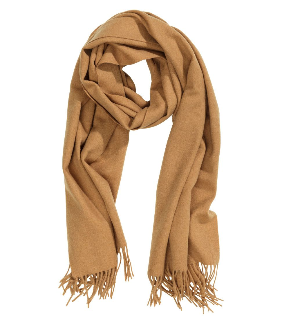 Camel-colored fringed scarf i premium-quality wool.   H M Accessories ee0e6c19fe2