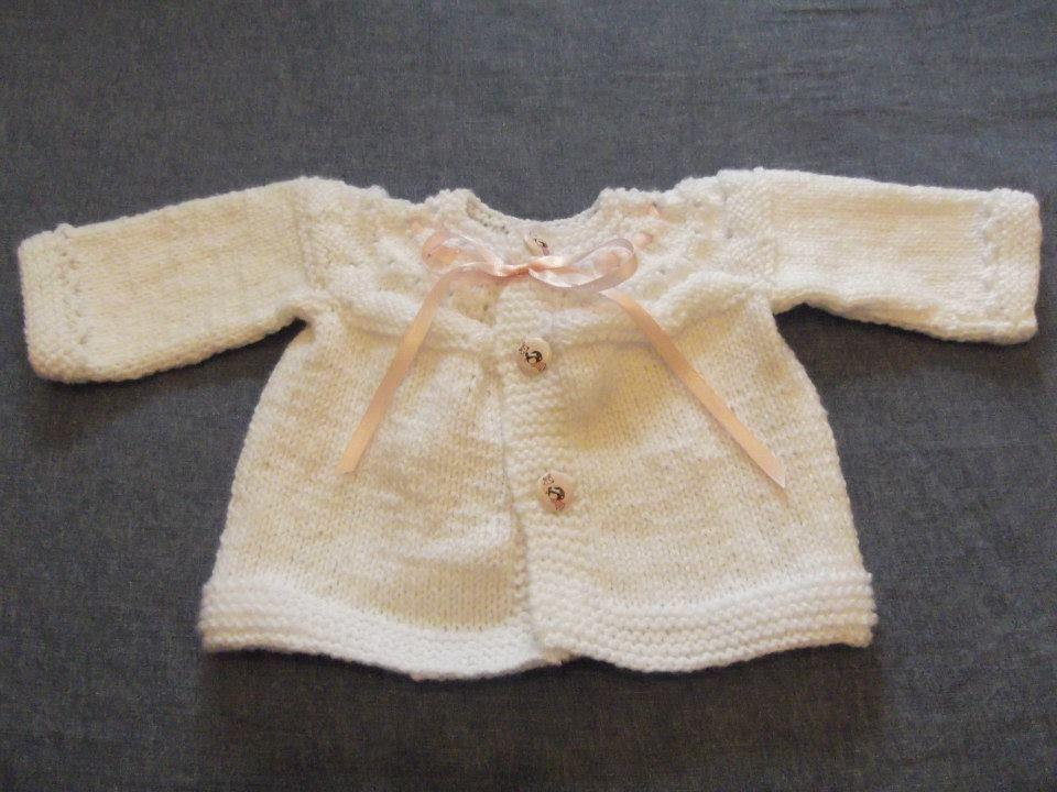 casaquinho branco para bebé