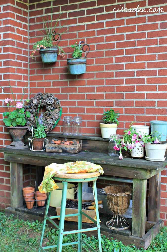 work bench garden Pinterest Garden, Potting tables and Bench
