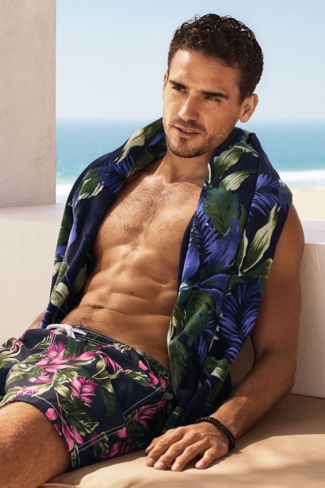 216a06893 Bring style to the seaside with confident tropical floral swim shorts &  beach towels. | H&M For Men