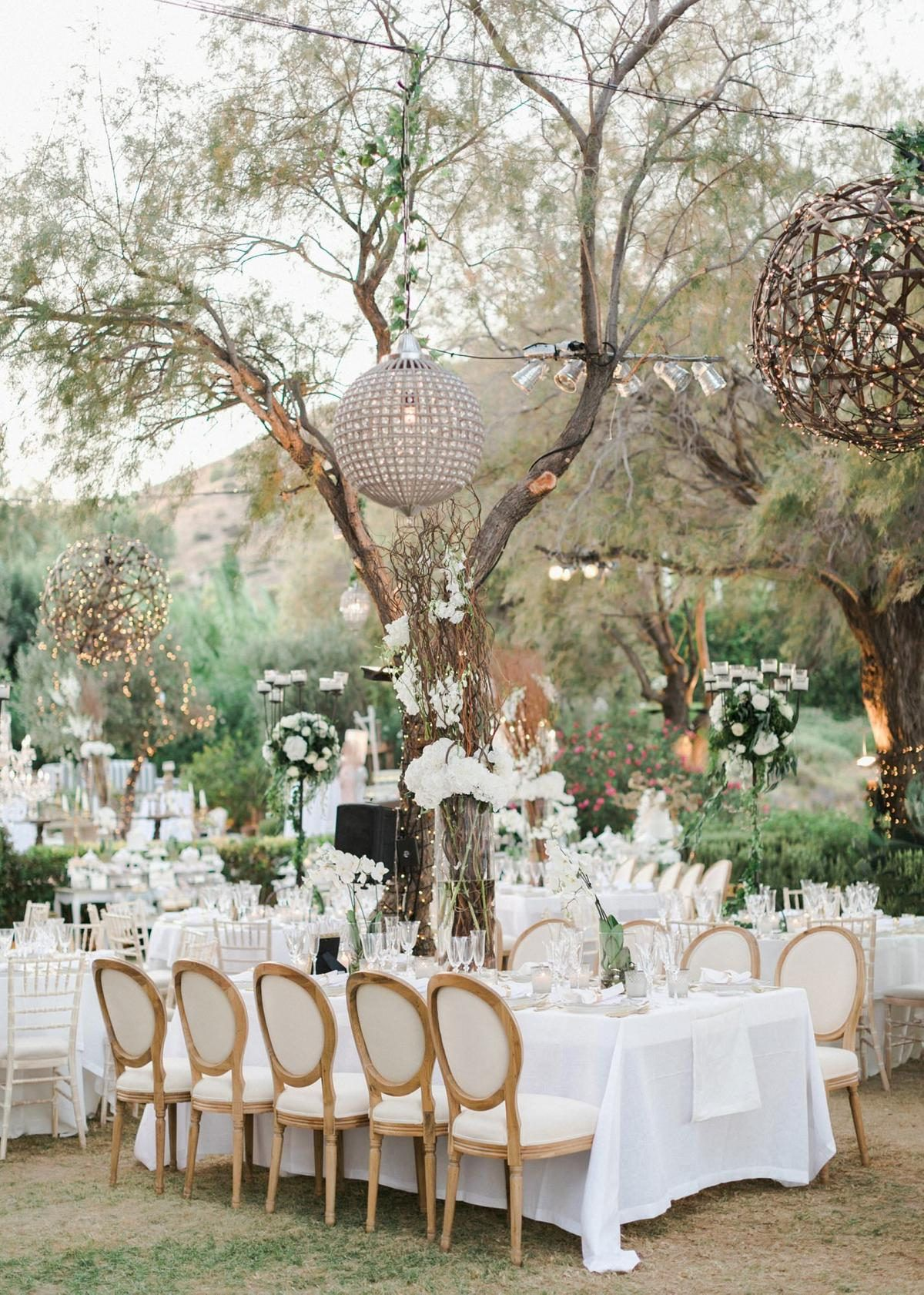 This 400 Person Nigerian Wedding In Athens Officially Wins The Award For Best Dressed Guests Nigerian Wedding Mykonos Wedding Wedding Attire Guest
