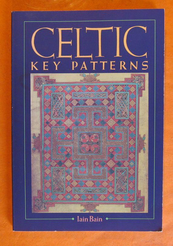 Celtic Key Patterns by Iain Bain van Pistilbooks op Etsy  Staat nu op mijn verlanglijstje!