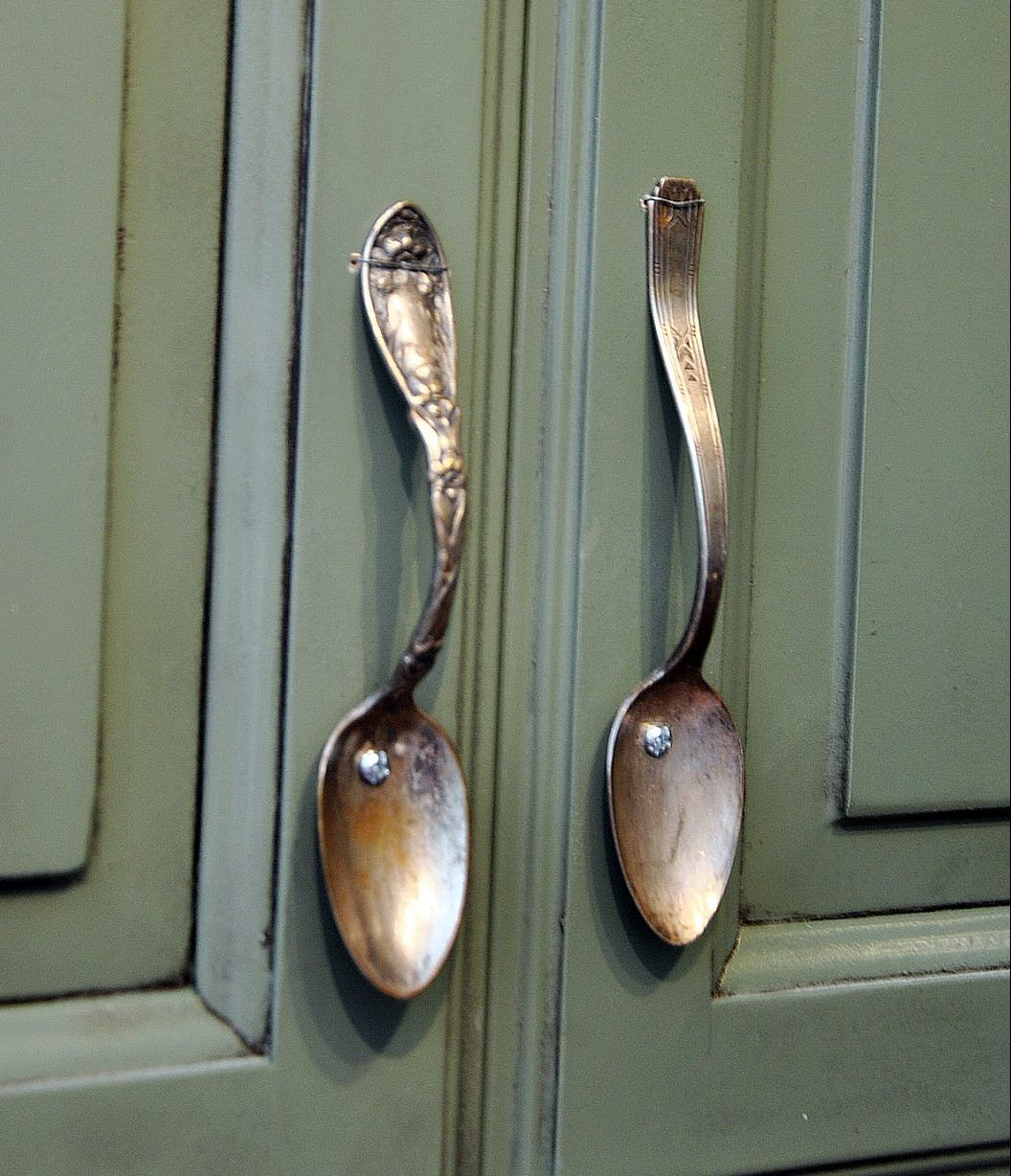 17 Most Creative Ideas For Repurposing Kitchen Items Kitchen Cabinet Handles Vintage Spoons Diy Furniture