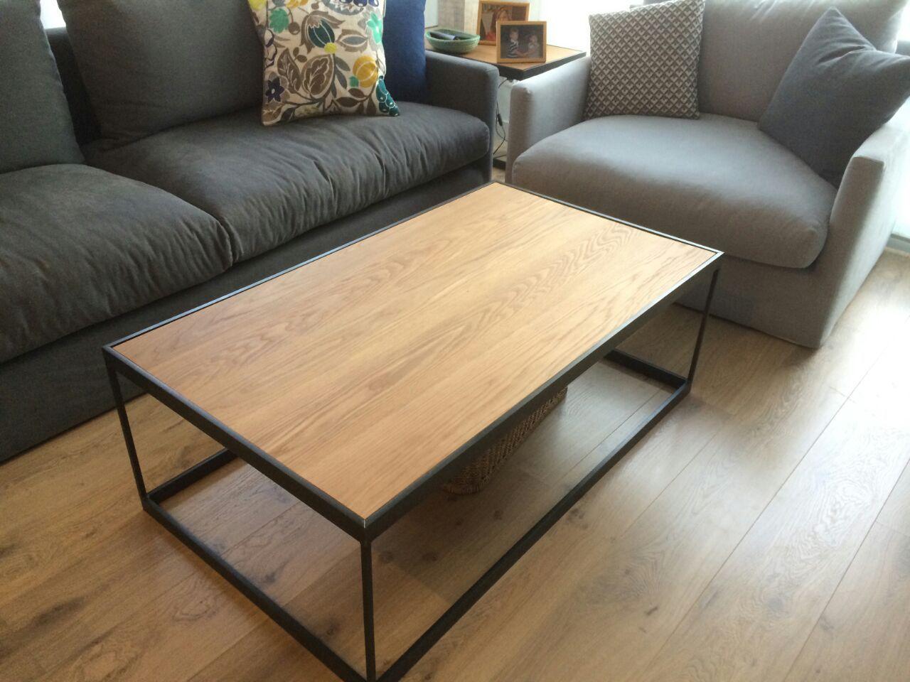 Mesa de centro en ngulo de hierro y madera mesas y - Mesa de hierro ...