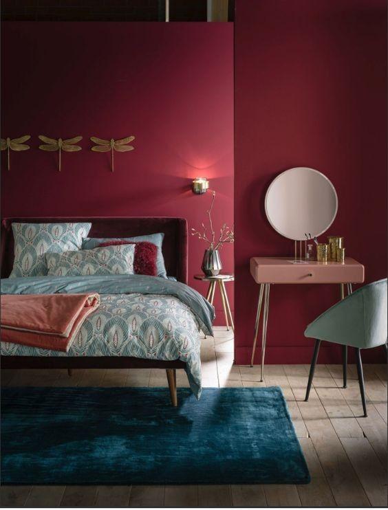 Le Rouge Lumineux Dans Votre Chambre, Cu0027est Aussi Une Excellente Idée Si  Vous Y Ajoutez Un Contraste De Bleu.