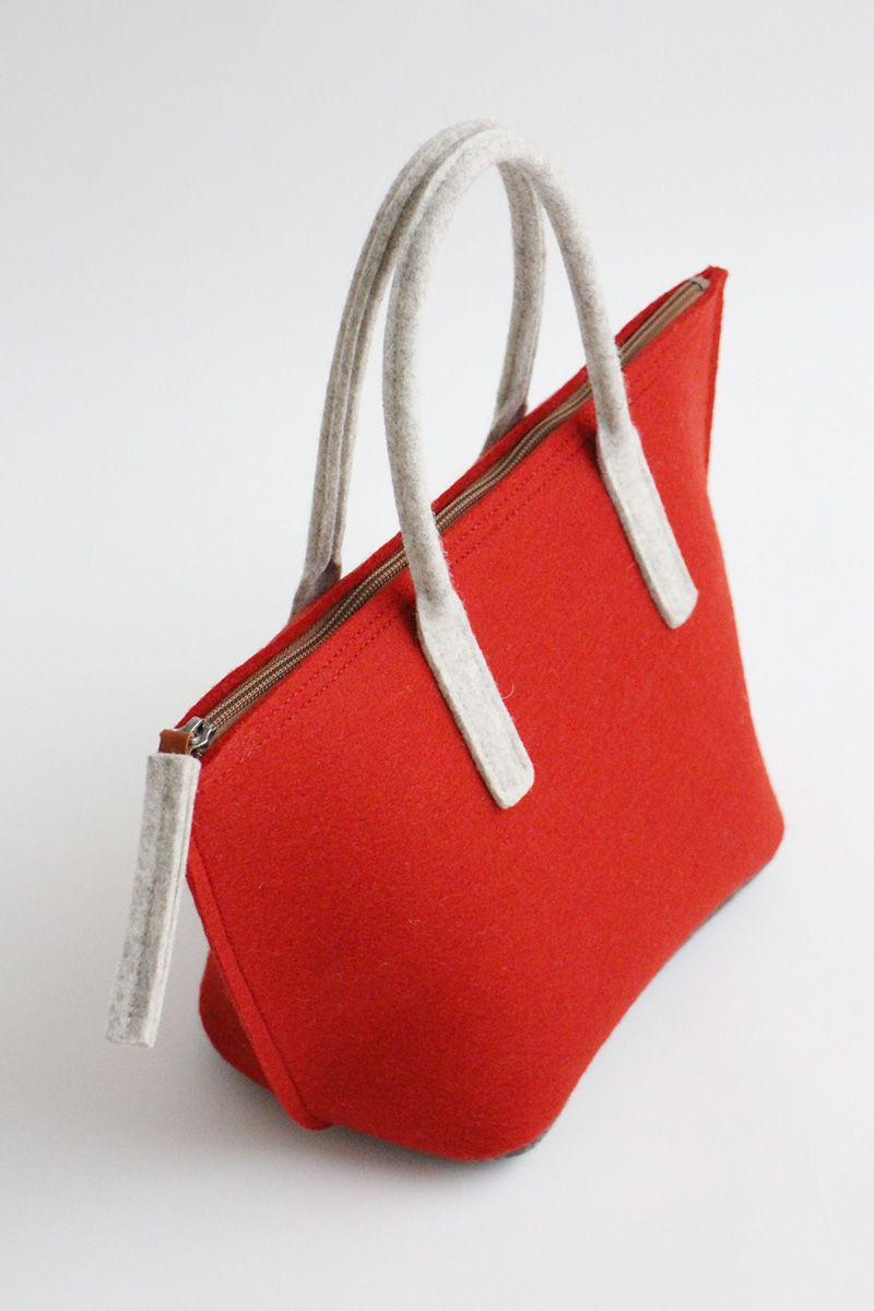 Lunch bag prototype with waterproof inner bag by Aika Felt Works