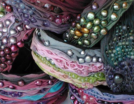 die besten 25 shibori seidenmalerei ideen auf pinterest seidenmalerei gewebe f rbetechniken. Black Bedroom Furniture Sets. Home Design Ideas