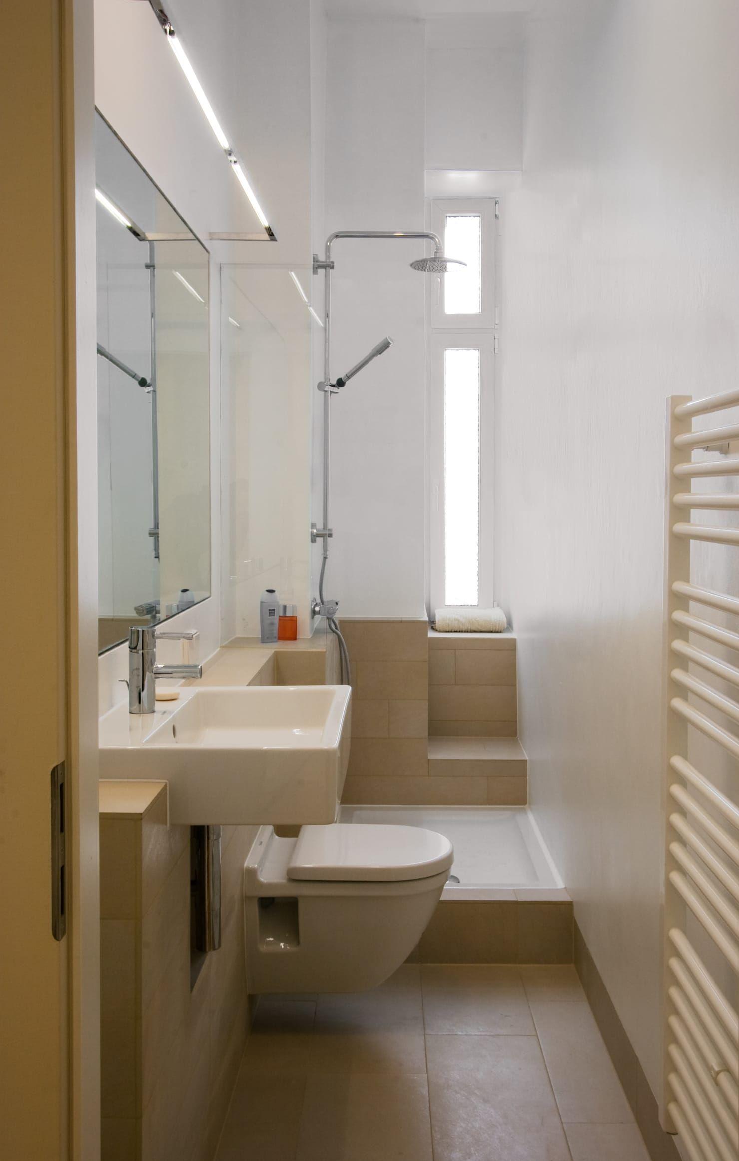 Bad Moderne Badezimmer Von Nickel Architekten Modern Badezimmer Klein Kleine Badezimmer Und Schmales Badezimmer