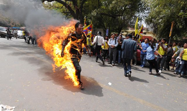 Janphel Yeshi who set himself on fire in New Delhi to protest about Chinese rule in Tibet has died.