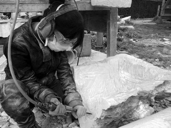Proceso talla en mármol. Mármol blanco del Huila. 2011. Juanita Díaz Torres, Artista Visual.