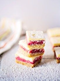 Easy Strawberry and Rhubarb Bars Recipe
