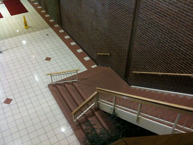 Dead Mall - Metcalf South 2010