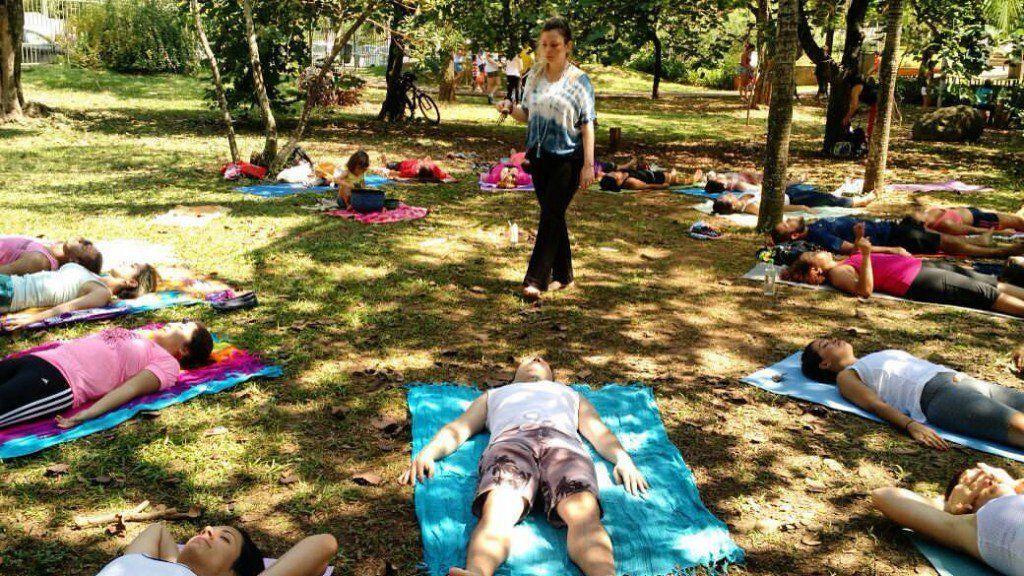 Prática gratuita de Yoga e Meditação no Parque Burle Marx