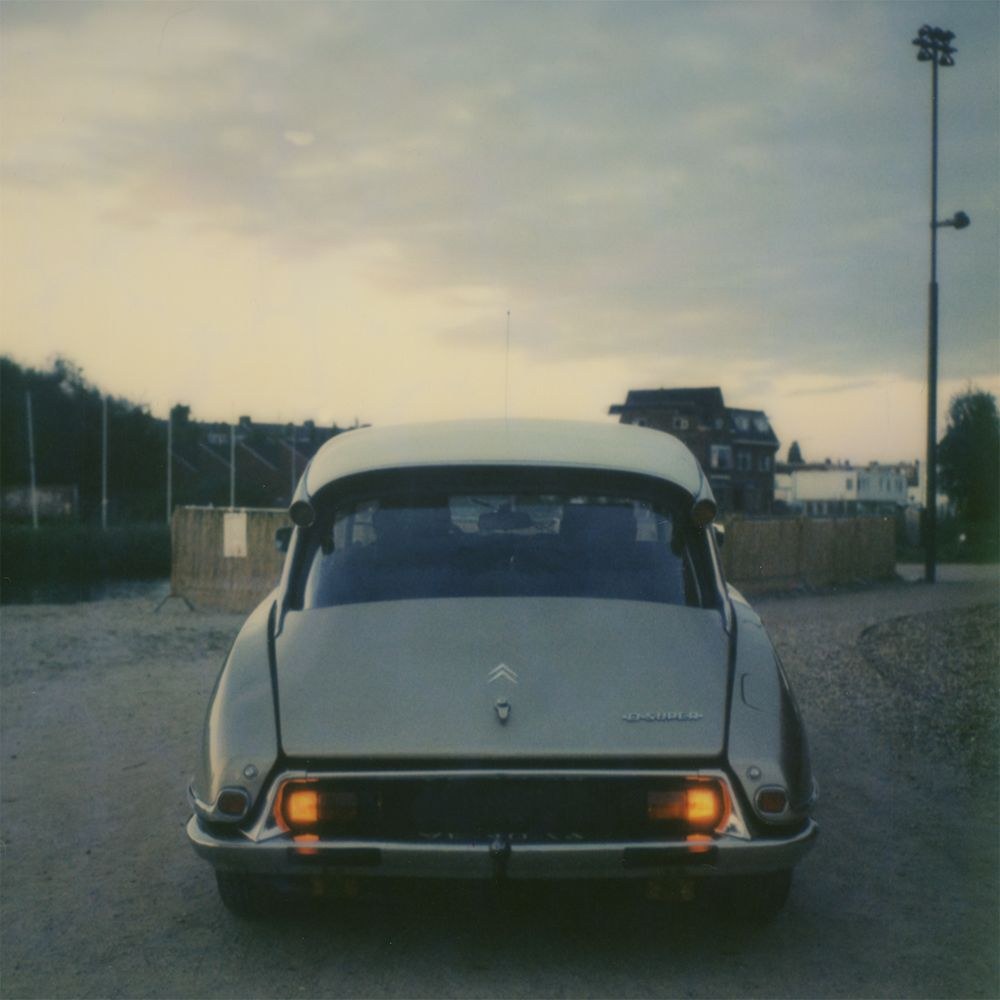 The beautiful rear-and of this great classic. A Polaroid image taken with an SX-70 on IMPOSSEBLE's color film. The shining light in the darkness of night. A true polaroid image taken with an SX-70 on IMPOSSIBLE's color film. #citroen #citroenDS #citroenDSuper #DS #DSuper #fransh #photography #analogephotography #polaroid #SX70 #imposseble #imposseblefilm #impossiblefilmproject #style #vintage #classiccar #car #drivetribe #1972