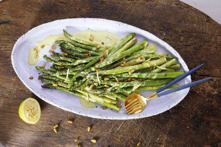 Grüner Spargel mit Zitronendressing