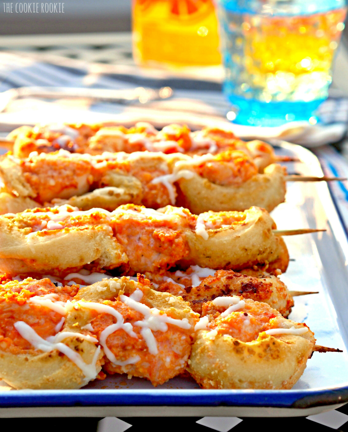 Chicken Parmesan Sub Skewers!! Such a fun, kid-friendly dinner or appetizer idea! I love the breadsticks around the chicken! - The Cookie Rookie