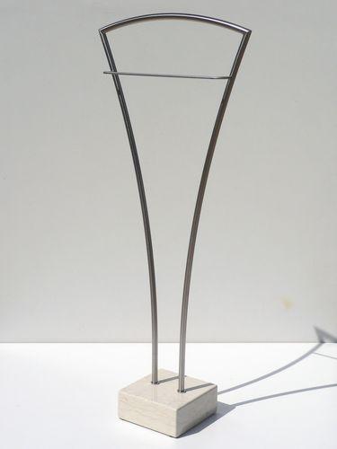 stehender herrendiener modern aus metall divina insilvis herrendiener pinterest. Black Bedroom Furniture Sets. Home Design Ideas