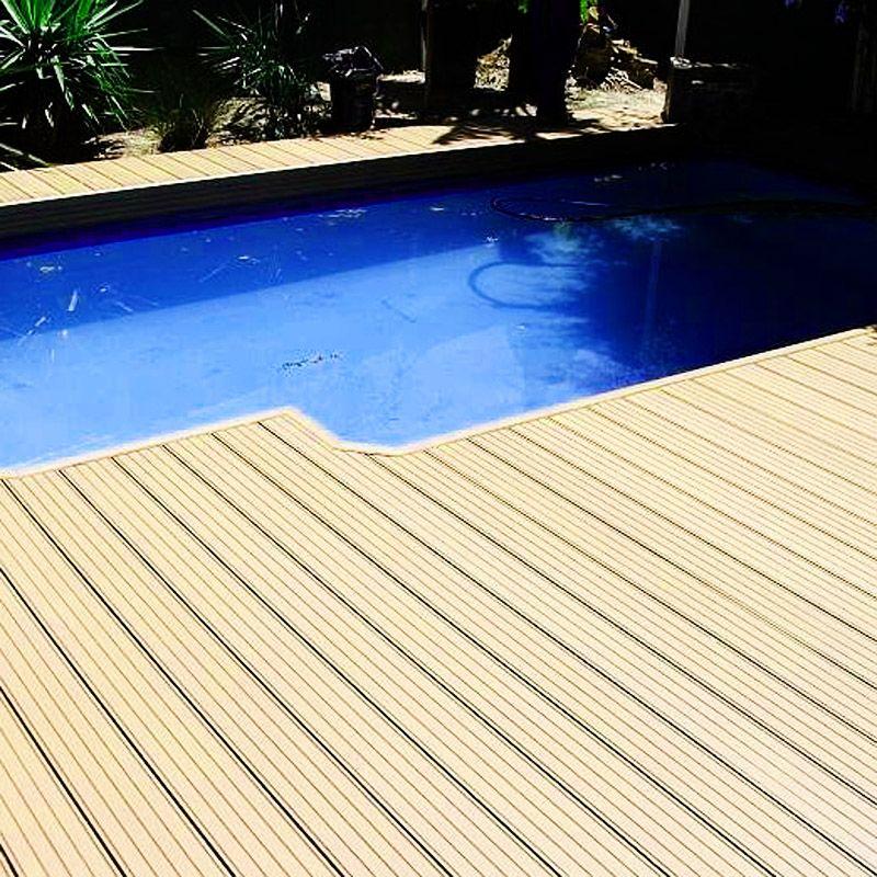 Piscina Al Lado Del Suelo Wpc Impermeable Y Antideslizante Wpc Wpcdeck Deck Decking Outdoordecking Fl Outdoor Wall Panels Outdoor Walls Outdoor Flooring