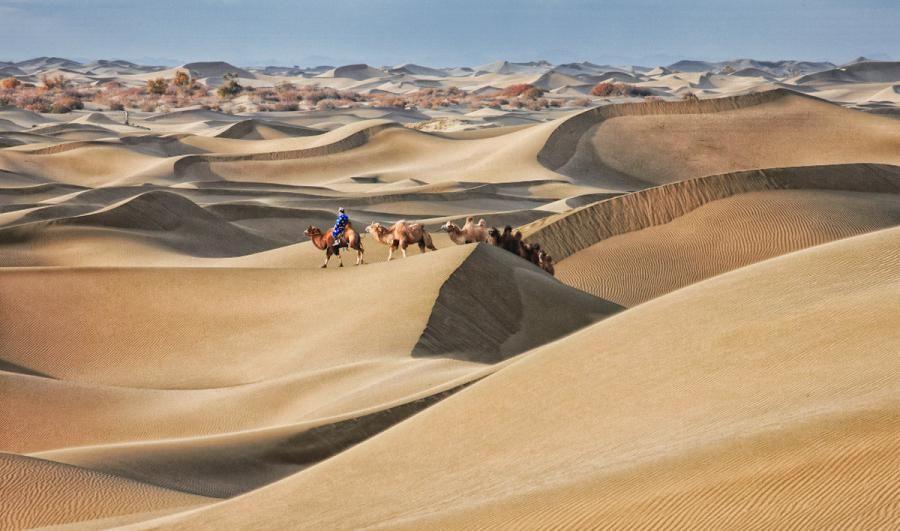 Badain Jaran, Inner Mongolia   photo via Pixdaus