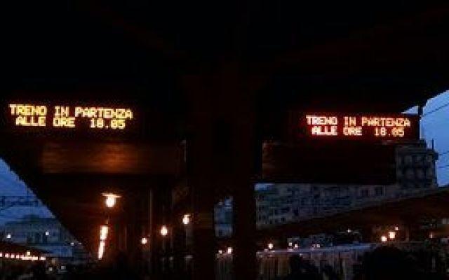 #Atac è maestra nel farti girare i coglioni Storia di un rientro a casa da brividi per i Paladini della Roma-Lido, per motivi ignoti c'erano solo 4 treni in servizio - ciò significa che almeno una decina erano rotti. Naturalmente nessuna comun #roma-lido #trasportopubblico #atac