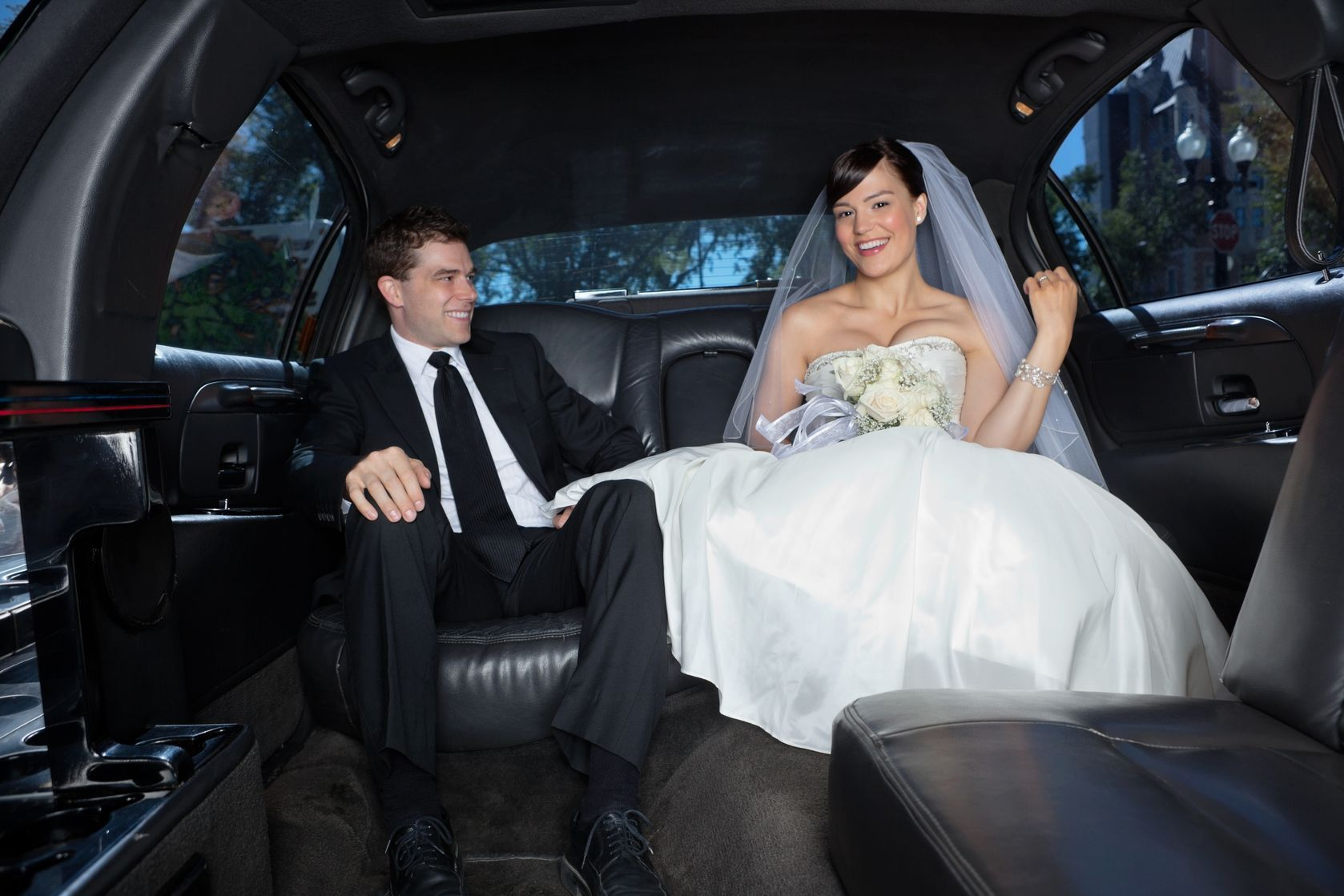 Need Best Wedding Limo Hire Sydney For Your Upcoming Wedding If Yes Then Look No Further Than Amore Limousines We Offe Wedding Limo Hire Sydney Pinte