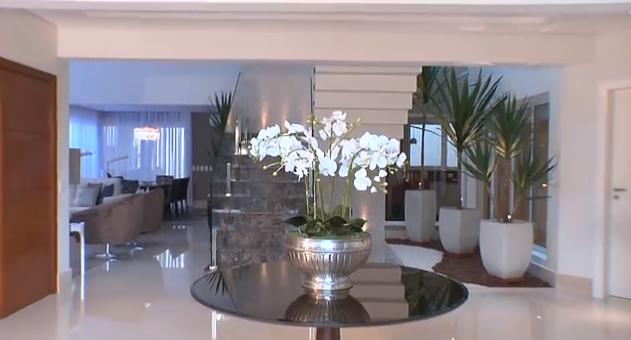 decorao de uma casa moderna elegante e clean detalhe da escada