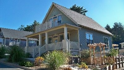 Lincoln City House Rental Beautiful Exterior Full Porch Balcony Deck Hot Tub Cape Code Community 375 Night House With Balcony Beach Cottages
