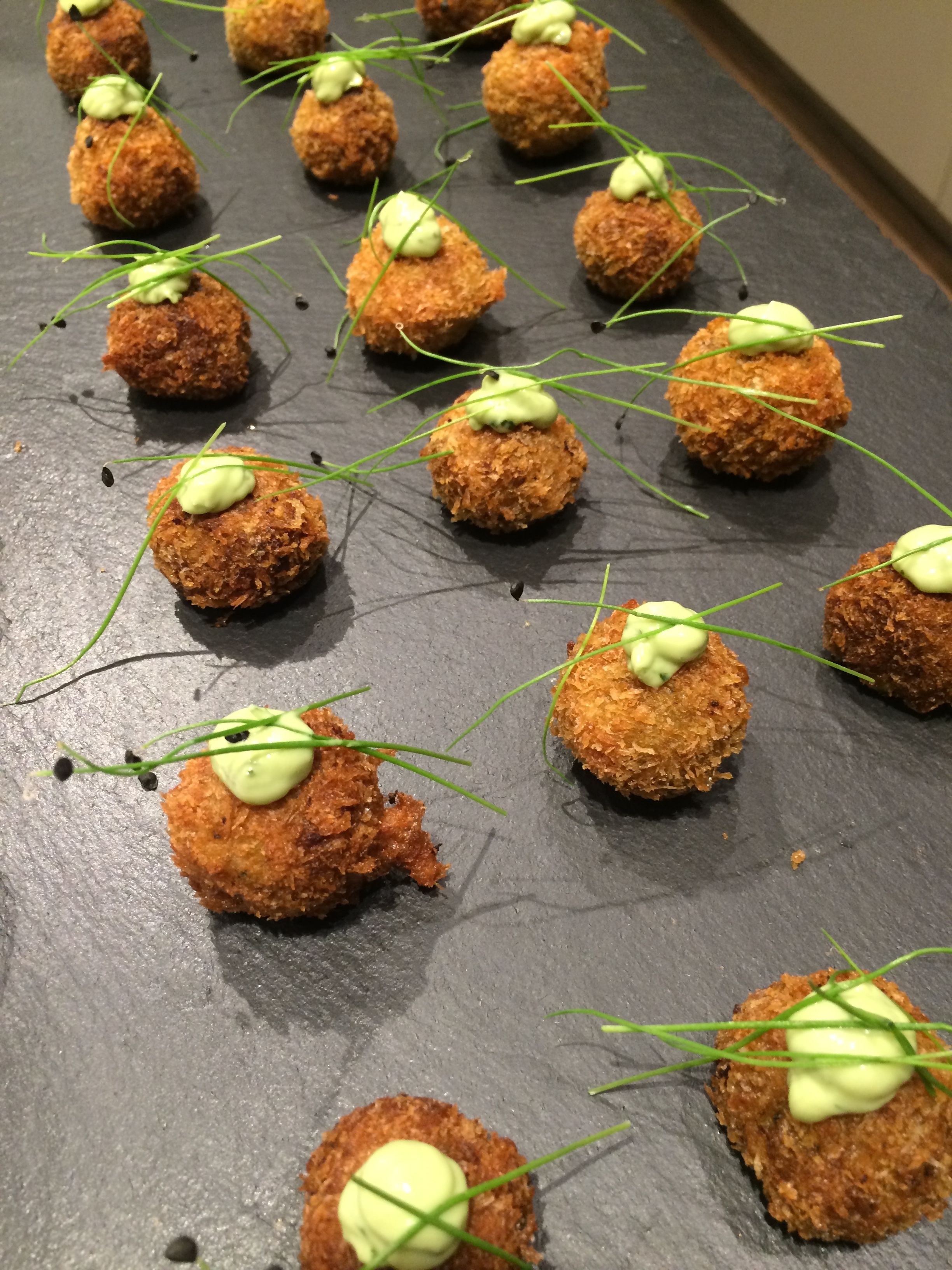 Spicy canape crab cakes with lime mayonnaise canapes for Summer canape ideas