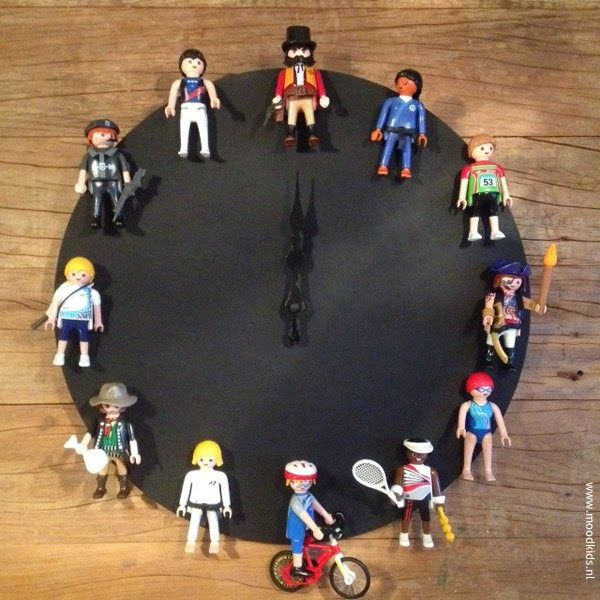 """Repurpose DIY Ideas; Get Creative with """"Old Playmobil"""" (or Lego, Action figures) for 'your precious'. It's doesn't have to be complete either. Just take a look for Ideas! De Oude Speelkamer."""