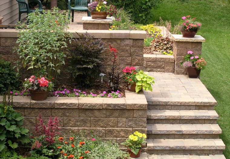 Retaining Walls Using Easy Install Versa Lok Concrete Block Systems Landscape Products Sloped Backyard Outdoor Landscaping