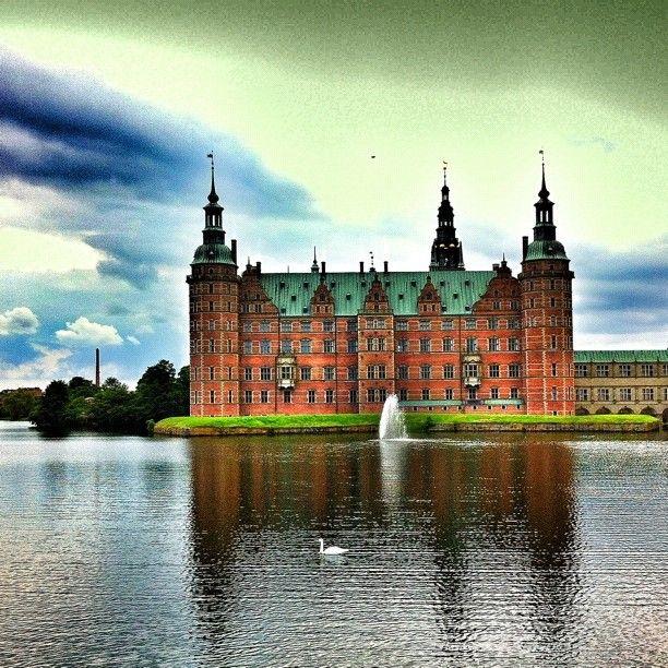 birnagreen #frederiksborgslot #frederiksborg #hillerød #denmark #danish #lake #castle #beauty #fairytale