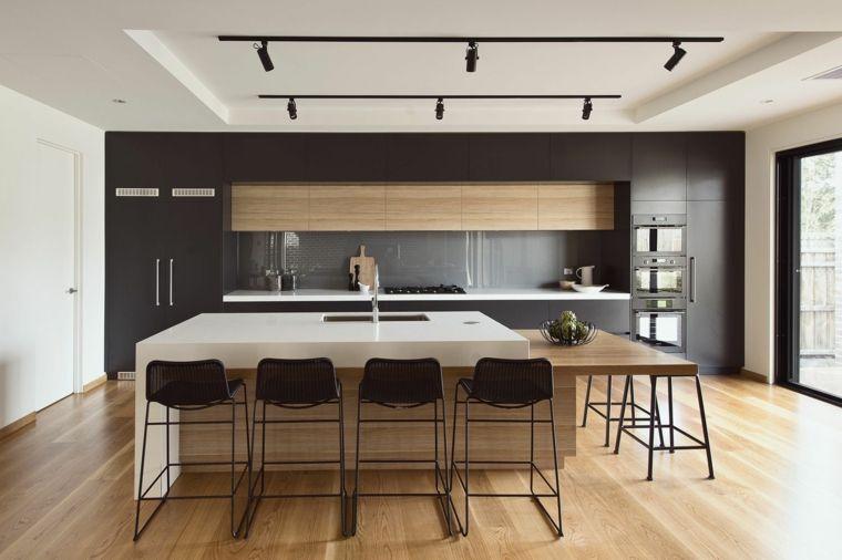 pavimento in parquet per cucine classiche moderne con isola ...