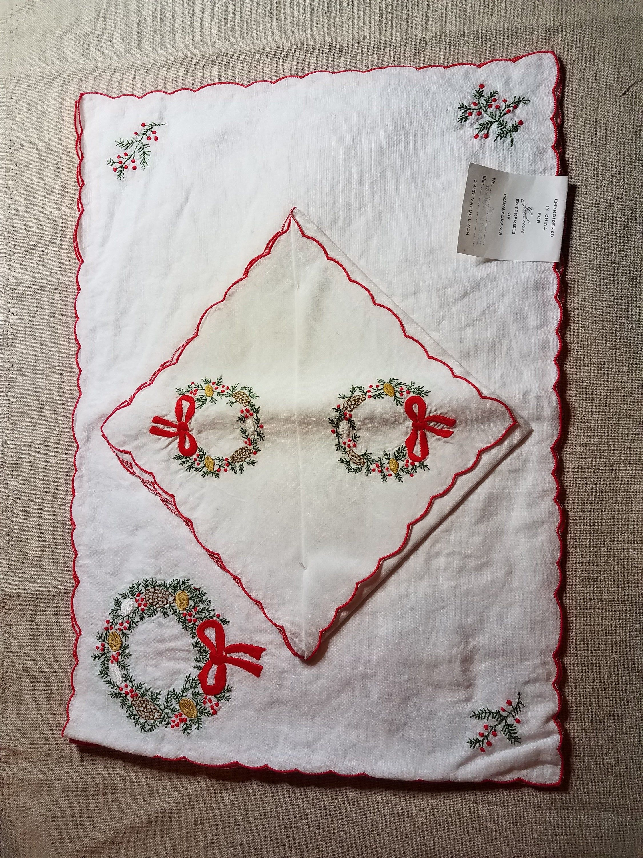Vintage Linen Christmas Placemats And Napkin Set Vintage Etsy Christmas Placemats Vintage Linens Napkins Set