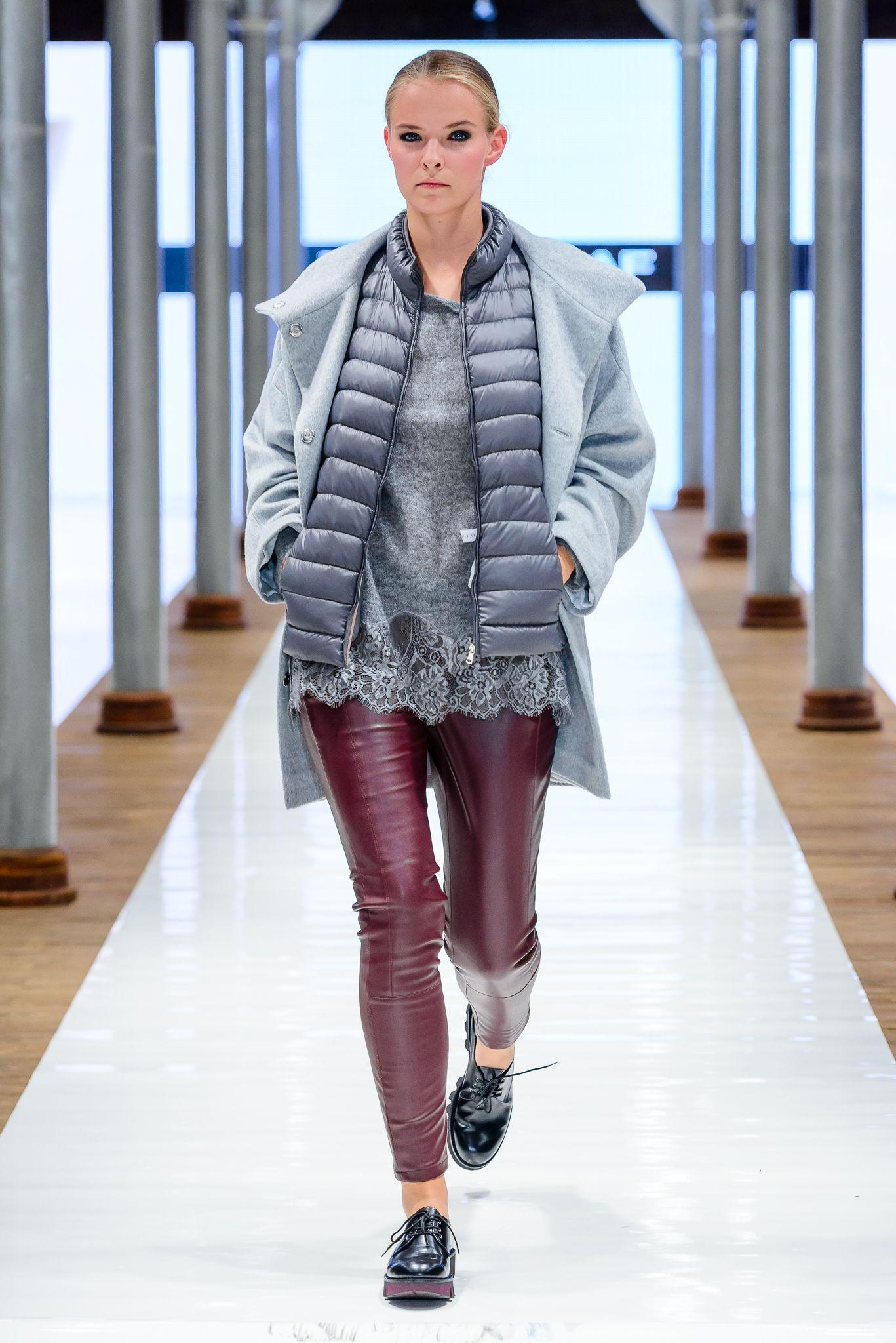 Pokaz Nowej Kolekcji Butow Apia Jesien Zima 2015 16 Polbuty Na Platformie Platforma Grubapodeszwa Martensy Buty Obuwie T Winter Jackets Jackets Fashion