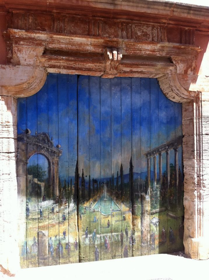 Village de Roussillon - très jolie porte de garage - peinture My - peinture de porte de garage