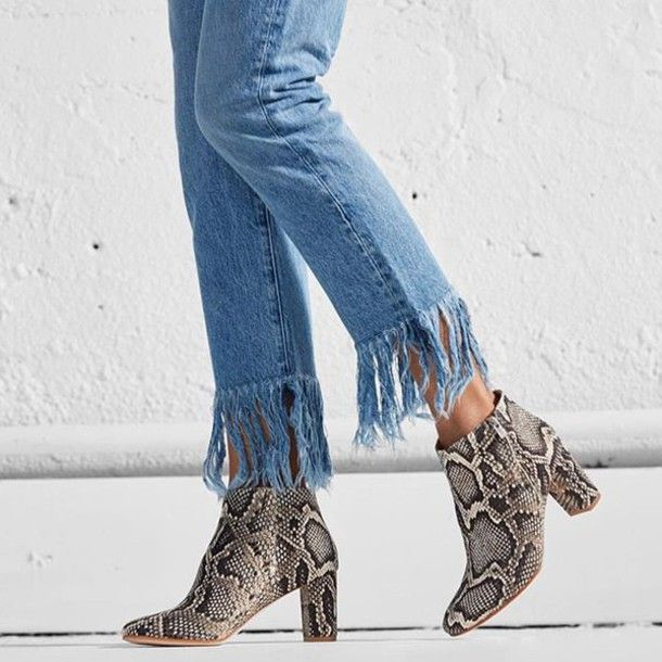 5ebac797f2f8 Shoes  tumblr blue jeans denim ankle boots thick heel block heels frayed  denim frayed jeans printed