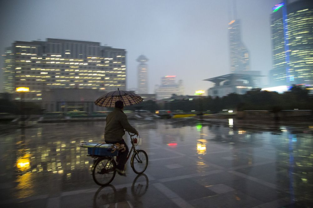 Shanghai #shangai #rain #photography #street #day #rain #people #metropolis #bike