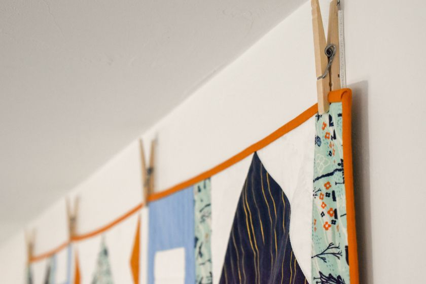 Hang a quilt without sleeves dowels or nails quilts