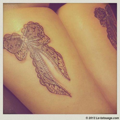 Nœud Dentelle Cuisse Tatouage Lace Tattoo Tattoos Et Lace