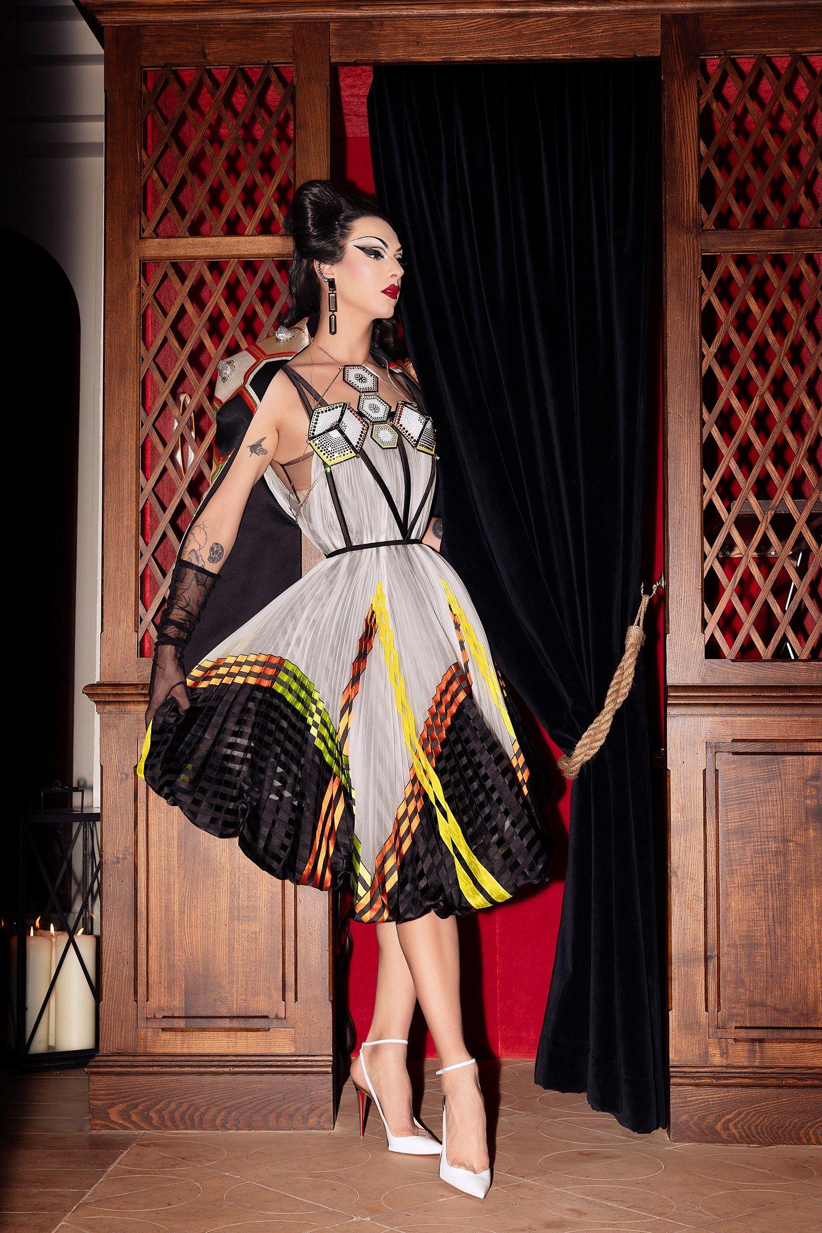 Violet Chachki the Queen of Couture đình đám May đầm dạ