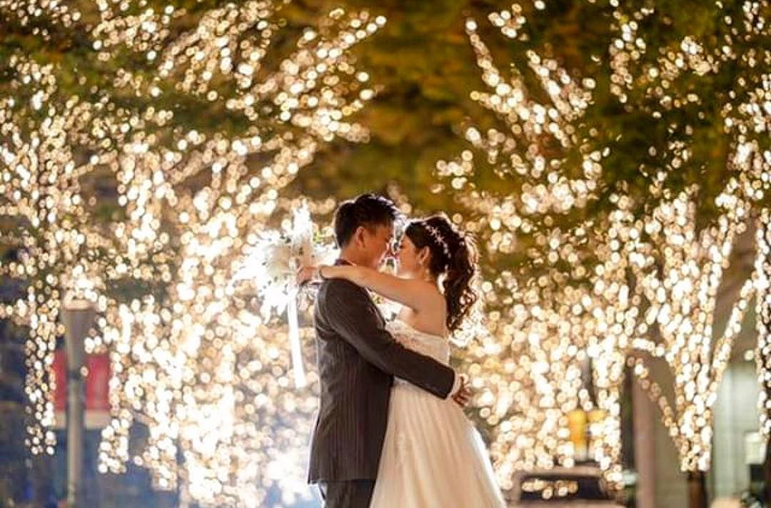 ・ ・  幻想的な夜も  この日は2人が主役。 人生で1番美しい日をお花と一緒に ・ ・ ・ #bouquet#flower#wedding#photo#tokyo#lightup#date#その瞬間に物語を #結婚式#ナイトパーティー#プレ花嫁#花嫁会#キラキラ#夜景#イルミネーション#2018冬婚#冬コーデ#ウィンター#ブーケ#パンパスグラス#パンパスブーケ#ウェディングドレス#会場装花#後撮り#インターコンチネンタル東京ベイ#東京花嫁