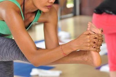 stretch  yoga poses yoga inspiration bikram yoga