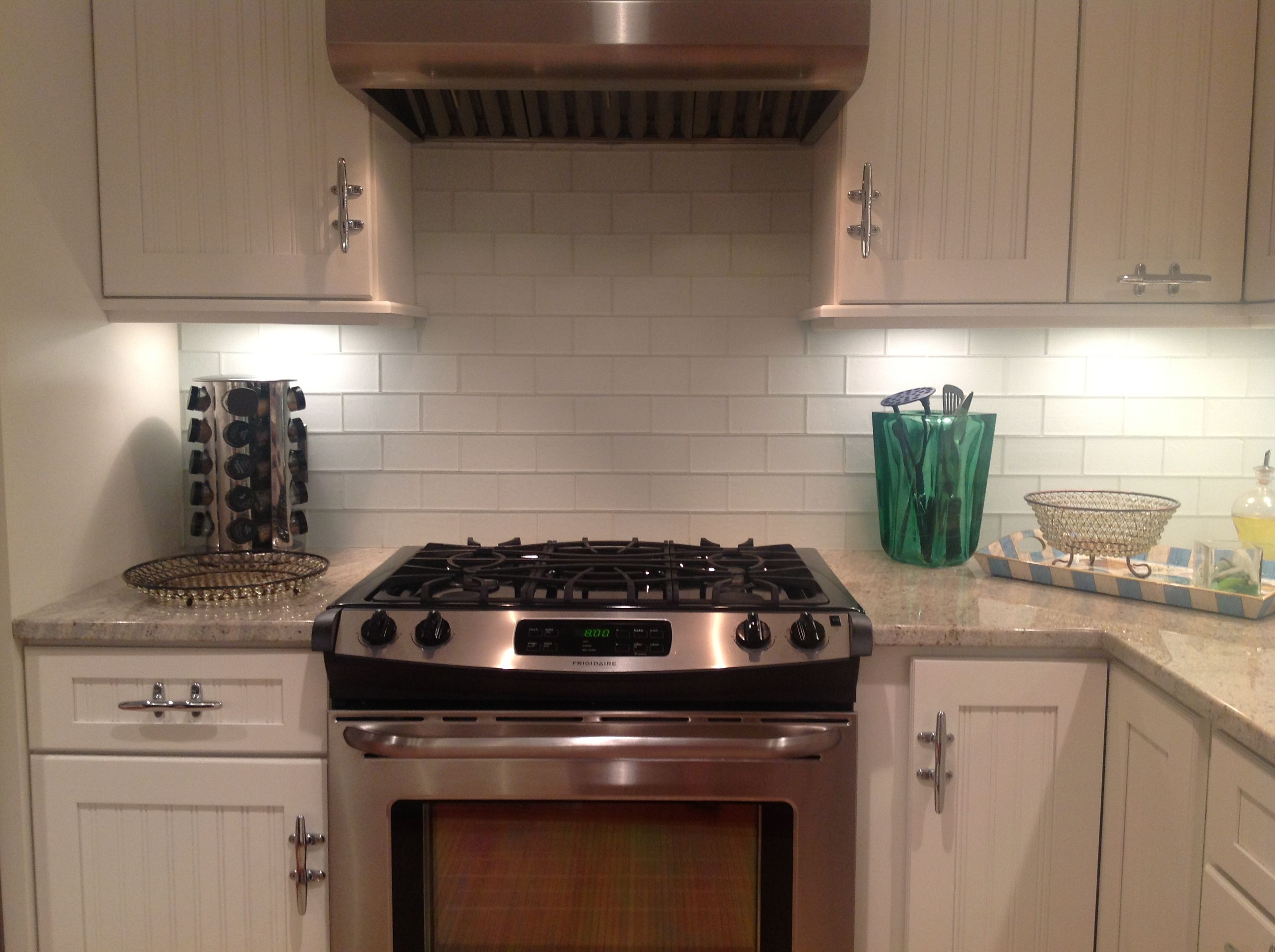 better good contrast with the grey granite and white cabinets frosted white glass subway - Subway Glass Tiles For Kitchen
